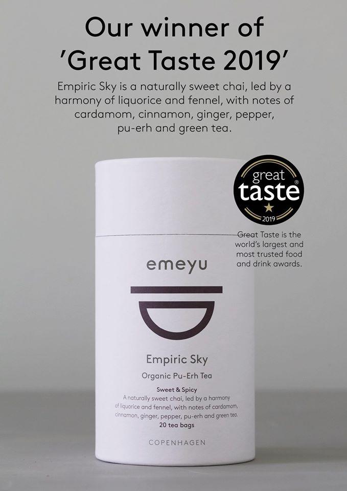 Dette er et billede af vores økologiske te, Empiric Sky, i et rør med 20 bomulds teposer.