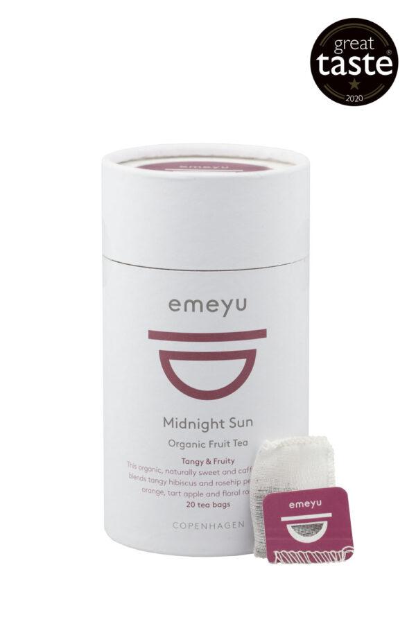 Midnight Sun økologisk Frugt te med hibiscus. En af vores vindere af Great Taste 2020. Kommer i 20 bomulds teposer uden mikroplastik eller GMO. Enkeltvis pakket i cellulose/plantefibre foil og kommer i en bæredygtig emballage.
