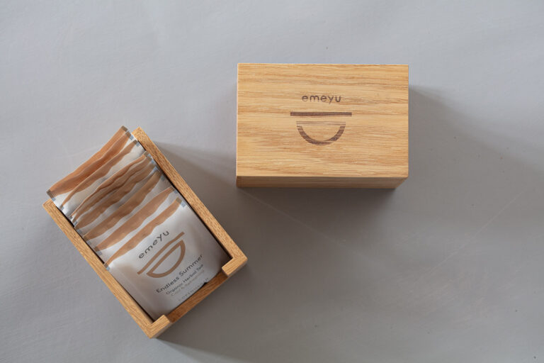 Sustainable wooden display with 1 room for teabags