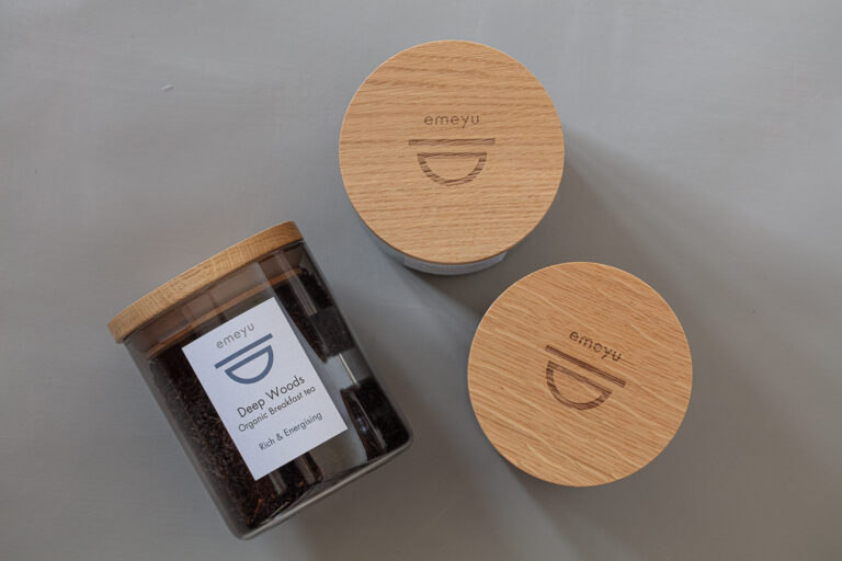 Glass container with wooden airsafe lid for loose tea