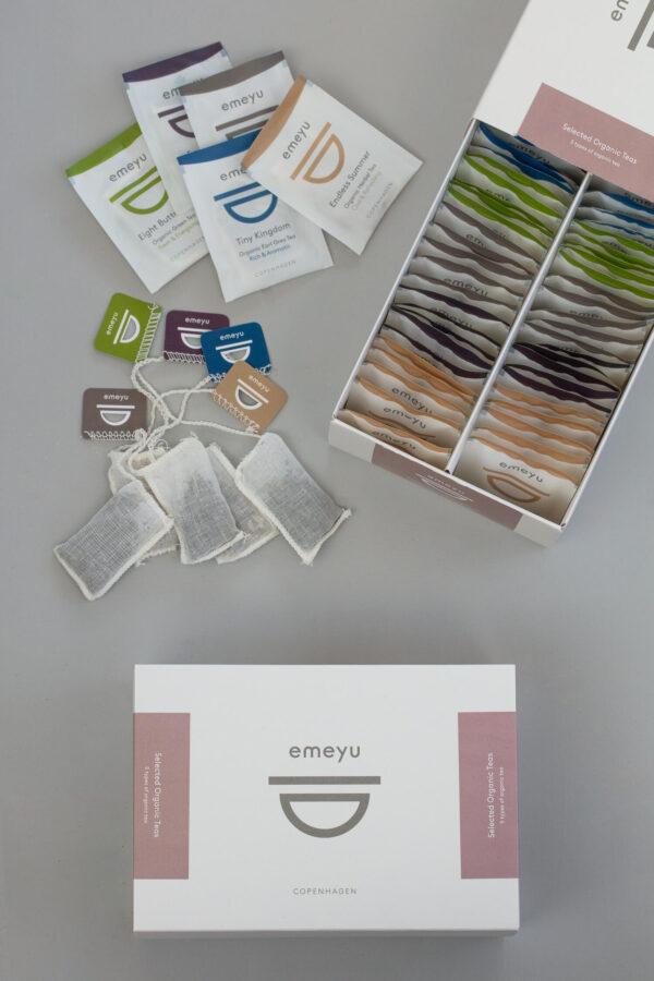 Selection Box en eksklusiv og bæredygtig æske med 5 varianter af te, 10 af hver og i alt 50 håndsyet bomulds teposer