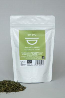 Emeyu's Asamushi Sencha er en økologisk japansk grøn te på hele blade. En eksklusiv second flush let dampet sencha te der er frisk, mild og græsagtig. Økologisk grøn te på hele blade. 150 gr løs vægts blade i en genlukkelig og bæredygtig pose. Rig på antioxidanter.