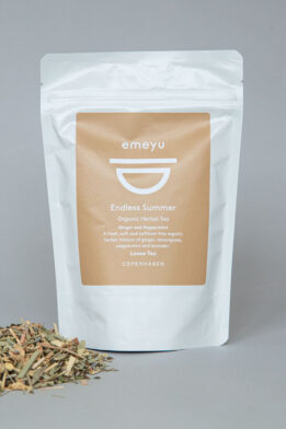 Emeyu's Endless Summer is a cooling and refreshing organic herbal tea with organic ginger, organic peppermint, organic lemongrass, organic lavender caffeine-free herbal tea in 75 g loose weight in sustainable packaging. A nice cool and refreshing herbal tea also great as ice-tea.
